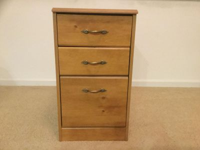 VINTAGE SOLID WOOD 3 DRAWER CABINET. EXCELLENT CONDITION