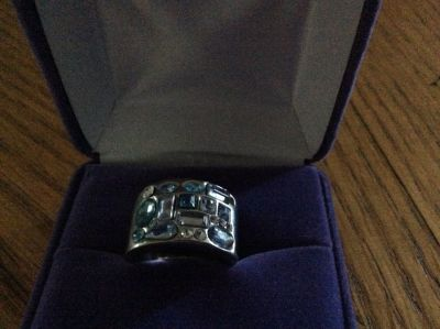 Ring with shades of blue stones