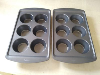 2 New Wilton Large Muffin Pans