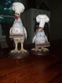 A pair a rooster and a chicken statues
