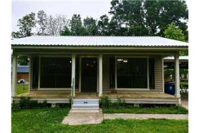 Completely renovated Cottage style home!