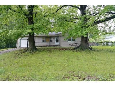 3 Bed 1.0 Bath Preforeclosure Property in Kansas City, MO 64133 - Northern Ave