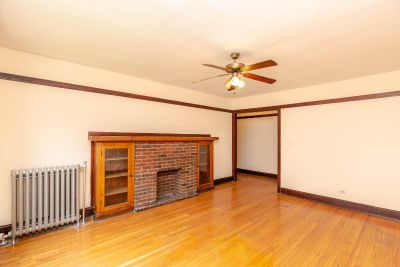 Rogers Park. Large apt w/ heat incl. Sep dining!