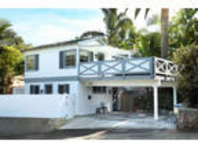 Beautiful remodeled indoor/ outdoor cottage in the heart of the Laguna Village