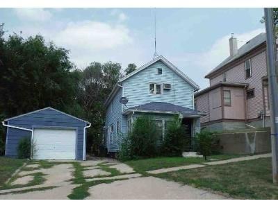 4 Bed 2 Bath Foreclosure Property in Sioux City, IA 51103 - W 1st St