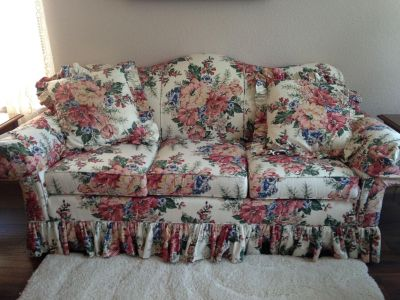 3 cushion Thomasville couch