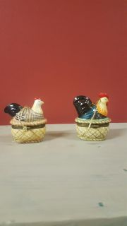 Got someone on your Christmas list that likes chickens?ornaments 2 roosters and 5 hens $2 each