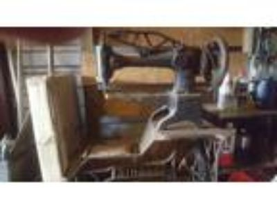 Singer Leather Machine 29-4, Antique leather sewing machine. 200