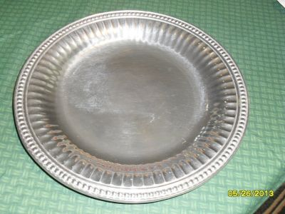 REDUCED Wilton Round Serving Tray