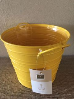 METAL BUCKET FOR PLANT WITH PLASTIC LINER