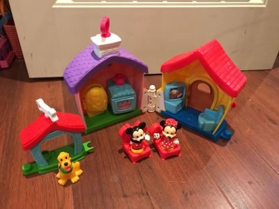 Little people Minnie and Mickey house set