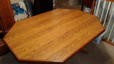 Table with leaf sits 6 or 4