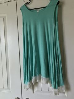 Boutique style mint dress with lace and pockets. Size small