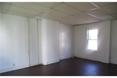 This rental is a Rochester apartment Lake. $825/mo