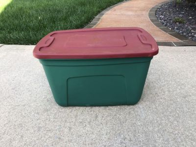 Style Selections 18-Gallon Red & Green Tote with Standard Snap Lid