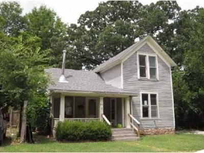3 Bed 2 Bath Foreclosure Property in Carthage, MO 64836 - S Mcgregor St