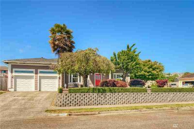 4301 Cliff Side Dr NE Tacoma Three BR, Welcome home to this