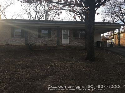 406 Malibu Dr., Little Rock AR 72211 - Nice and updated 3br 2ba just off Shackleford.