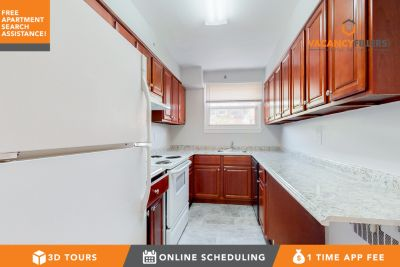 Spacious 3 bed in Park Heights w/private balcony & laundry in unit!