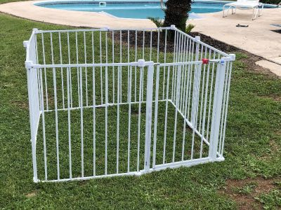 REGALO METAL ADJUSTABLE GATE PET/KID PLAY YARD & HAS THE ABILITY TO BLOCK OFF ROOMS