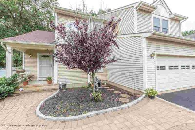19 Dogwood Drive HOWELL, highly desirable ponte o woods.