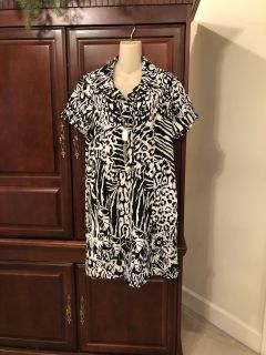 20.00 NWT Chico s size 2.5 Zenergy black and white animal print dress. So cute for summer!
