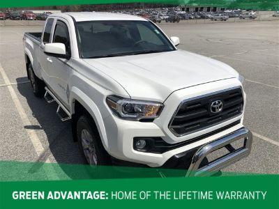 2017 Toyota Tacoma (Super White)