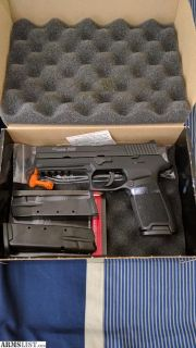 For Sale: Sig p250 Full Size .40 caliber and 9mm Compact Caliber Xchange kit with Night Sights