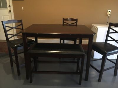 BEAUTIFUL Dinette Set w/ 3 chairs & bench