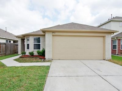 $1,350, 3br, Charming 3 Bedroom 2 Bathroom Rent to Own Take Over Payment. call -917-962-0783...