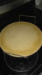 Pampered Chef pizza stone n handle