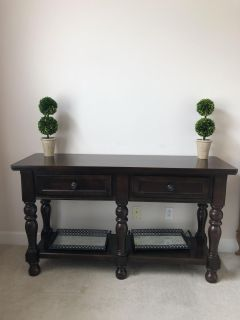 Dinning hutch Table