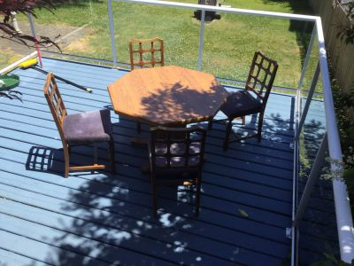 Octogana Table n 4 antique chairs