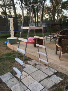 ~* Above ground pool ladder ~* Great condition