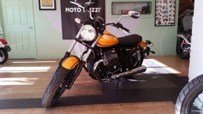 2017 Moto Guzzi V9 Roamer Street Standard Motorcycles Middleton, WI
