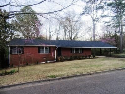 4 Bed 2 Bath Foreclosure Property in Grenada, MS 38901 - Chickasaw Dr