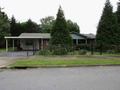 4 Bed 2.1 Bath Foreclosure Property in Johnson City, TN 37604 - Peach Blossom Ct