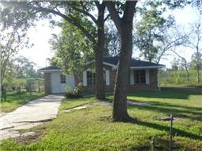 Wonderful, like NEW Single Family BRICK HOME. Large Yard.