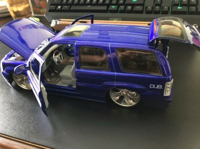 DUB CITY 2002 CADILLAC ESCALADE