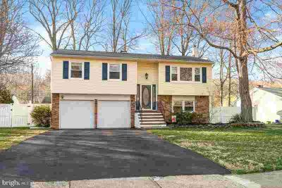 14 Manor House Dr Ewing Township Three BR, BIG Bi-Level in