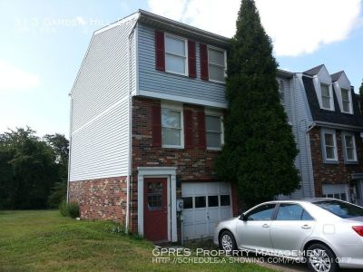 GREAT 2 BEDROOM TOWNHOUSE LOCATED NEAR PGH MILLS MALL!