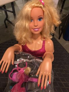 Barbie doll hair styling head and accessories $4 Pekin porch pick up.