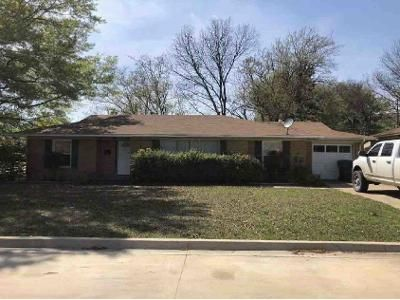 3 Bed 2 Bath Foreclosure Property in Ardmore, OK 73401 - Circle Dr
