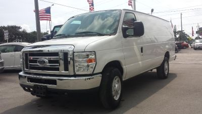 (2010 Ford E350 3dr Extended Cargo Van ) ( CLEAN TITLE )