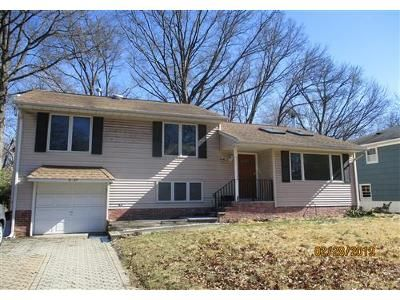 3 Bed 3 Bath Foreclosure Property in Fair Lawn, NJ 07410 - Saddle River Rd