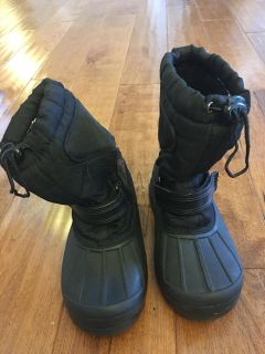 Snow boots size 13
