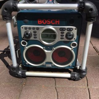 Bosch boombox radio CD player aux imput, charger