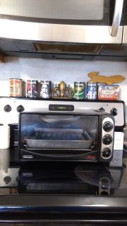 Great working, DeLonghi/Alfredo toaster over/ broiler. Made in Italy. 1500 watt. Asking $15.00 for quick sale