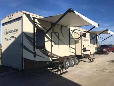2015 Forest River Vengeance Touring Edition 39C14