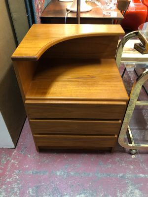 V MCM Pair of Danish Teak Nightstands/Side Tables